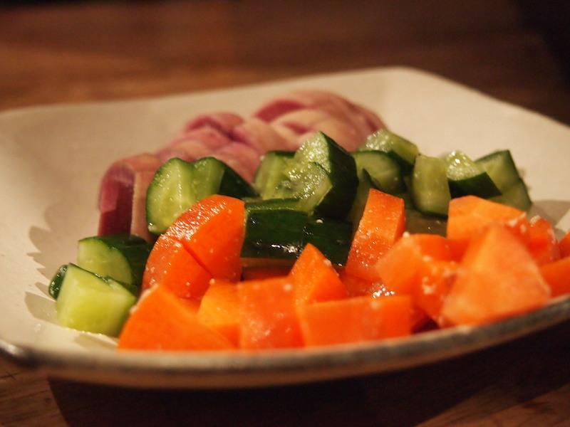 野菜の塩麹漬けと甘酒漬けを食べ比べ。