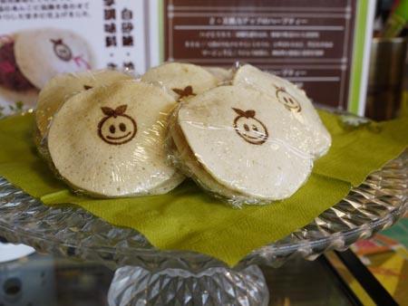 しつこくない甘さの餡子が入った人気のドラポエ(¥100)