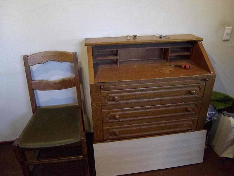 アンティークの家具。まだ修復中のところにお邪魔した