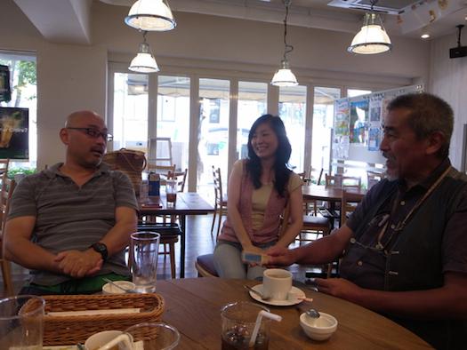 右から社長の大野さん、たまたまやってきた早朝スタッフの平林さん、マネージャーの髙橋さん。今後の「3丁目カフェ」について楽しそうに語る