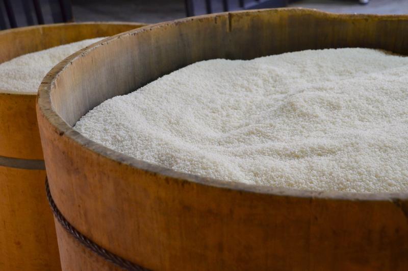 米を洗い浸水する。全国各地のいろいろな米を試して、「これは!」と行き着いた京都産のものを主にしよう