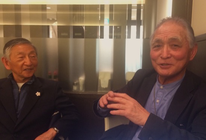 フクシマ復興応援ネットワーク事務局の井上仁さん(右)と、横浜市で様々な温暖化対策の活動をしている高嶋威男さん