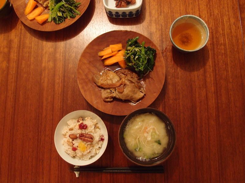 一日外出して忙しかった日、帰宅後あわてて料理を始めたもののあっという間に夕食ができあがり少し拍子抜けするほど