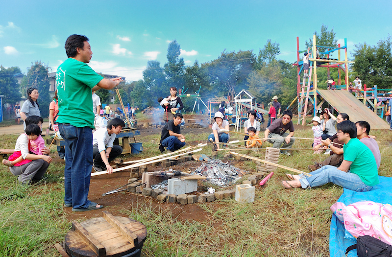 2010年10月16日の講座は郊外学習で秋遠足。パパの手作りお弁当がポイント(写真提供:川崎パパ塾)