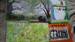 森の絵本いろいろ。モノトーンが印象的な『もりのなか』。本屋さんで見かけたことはありますか?