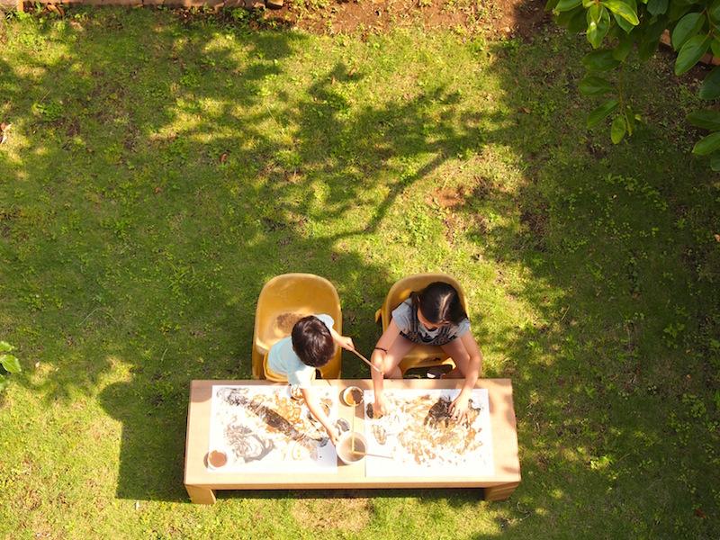よく晴れた日に屋外でお絵描き。植物の生命力を感じながら、日差しも風も心地いい