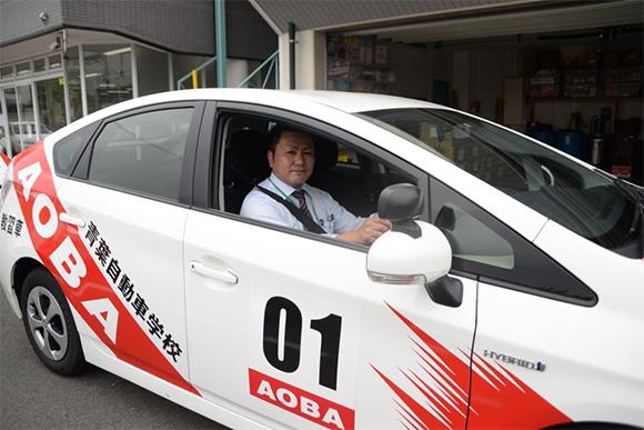 この車に乗って、実車しながらエコドライブのコツを教わる。こちらはハイブリッド車で環境にも優しい