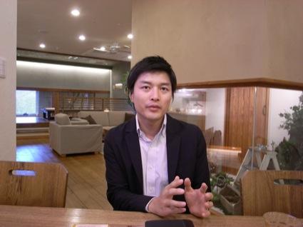 LOHAS Studioハウスクエア横浜店の會田敦史店長。「お客様、取引先との信頼関係を大切にし、持続可能な経営を行う」との会社の理念に共鳴していると話す