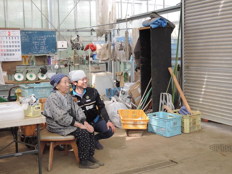 泰隆さんが尊敬するお祖母様、山本ヨシエさんと。大正生まれだが今でも現役で、誰よりもはたらくという