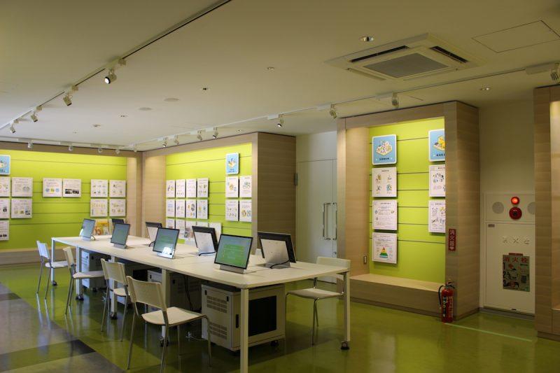 防災ライブラリーは、災害に備えるための情報が整理されており、展示もわかりやすい