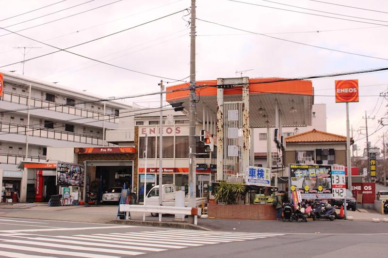 金子石油店といえば、鴨志田町のランドマーク。看板ブタの「マサル」がいつも地域の人を出迎えてくれる