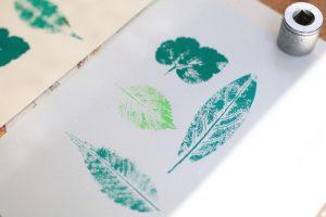 葉っぱをスタンプすると、より葉っぱのディテールや葉脈の美しさを感じることができる。どの葉がお好き?