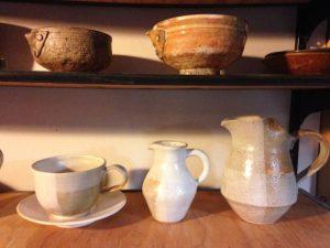 モダンな作品から、伝統的な茶道具まで、多様な作風に、川部さんの懐の深さがうかがい知れる