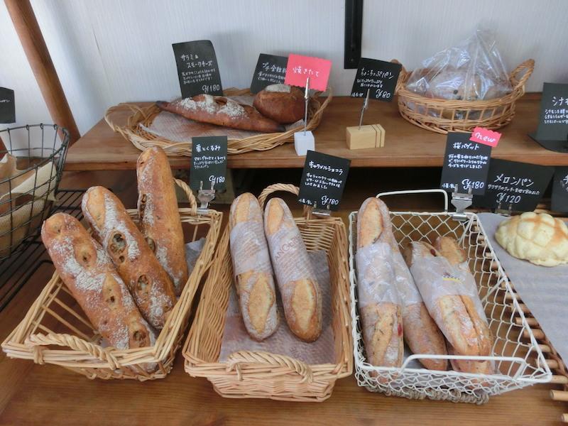 ハード系のパンもたくさん種類があって迷ってしまう。オーブンの都合上たくさん焼けないので、どうしても欲しい場合は予約がおすすめ