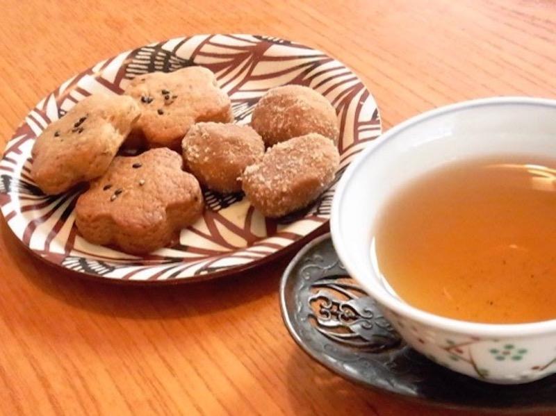 味噌づくりの後は、コマロコ味噌や津久井在来大豆のきなこの焼菓子で歓談をたのしんだ