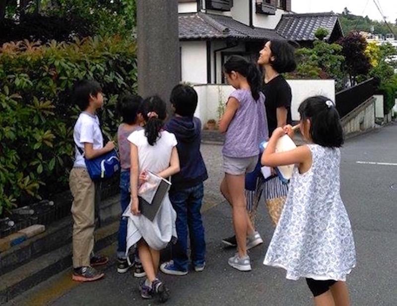 電気そのものは見ることができない、が電気の通る道はかなりの存在感をもって暮らしのそばにある(写真:山川紋)