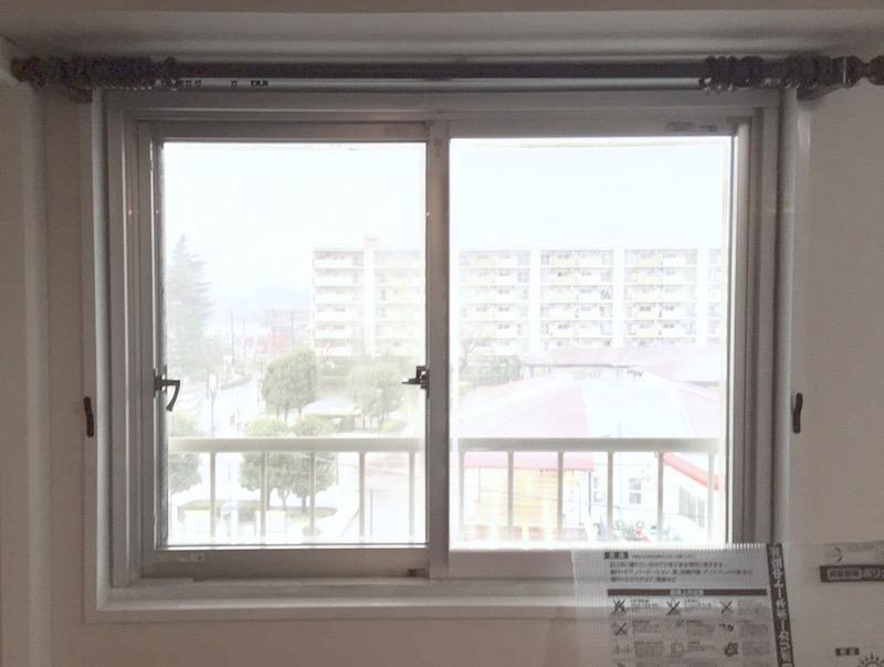 何もつけない状態をふりかえると、物足りない感じがするのは、贔屓目ゆえの錯覚? いやいや内窓ありの方が見た目にもずっといいですよね!?