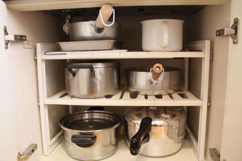 鍋は、コンロ下に収納