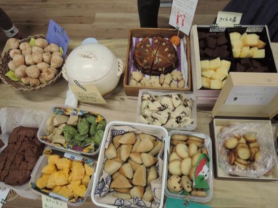 ーティーは一品持ち寄りにした。森ノオトに集う方々は料理上手が多い。手作りのパン、ケーキ、クッキー、サラダ、スープ……! 子どもも大人もパクパク!