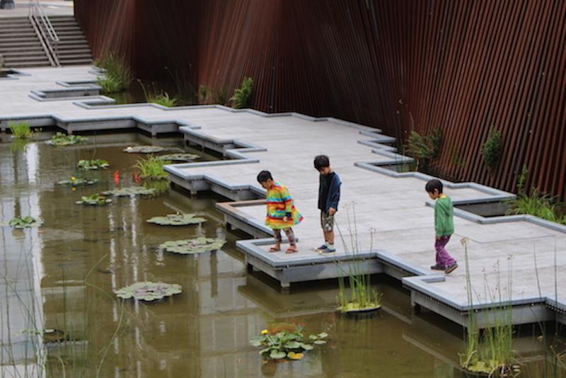 パール地区にある3つの公園は、それぞれにテーマがあり、人々が「集う」ための仕掛けに満ちている