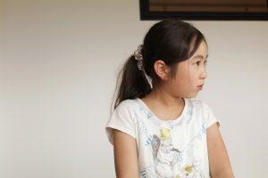 山川さんの話しに吸い込まれるかのように、見つめる子ども。何を思っているのだろうか。日頃、見ることができないその表情に、親も驚く