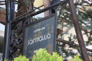 """店名の由来は、ご主人のお母様が大切に育てていた植物の""""セントポーリア""""から"""