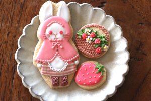 """娘さん作のアイシング・クッキー。かわいい! 季節行事に合わせて入れ替わる作品は店の人気商品。娘さんは、""""acconoco""""という屋号で活動している"""