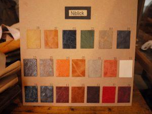 回の展示会では、革の色見本を見ながら自分好みのバッグを注文できるオーダーメイドも受付。裏地も選べる遊び心がまた嬉しい