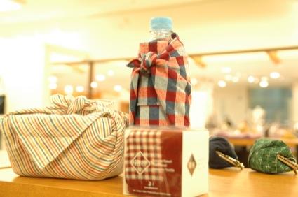 箱布(1260円)は、お弁当箱を包んだり、ランチョンマットにしたり、クッションカバーにしたりと、用途も多彩。プチプライスがうれしい