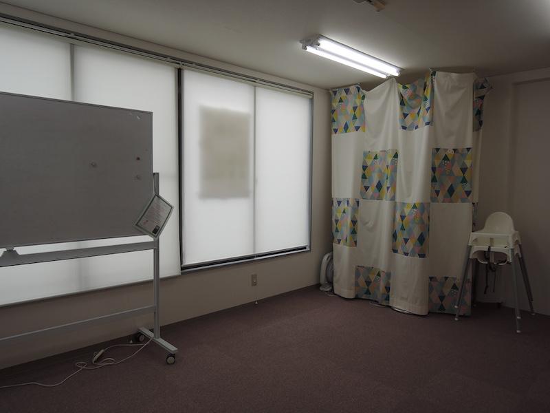 レンタルスペースではリトミックやヨガ、ワークショップなど、さまざまな教室やひろばとして活用できる。取材の日は親子の音楽遊びがおこなわれ、賑やかな音が響いていた