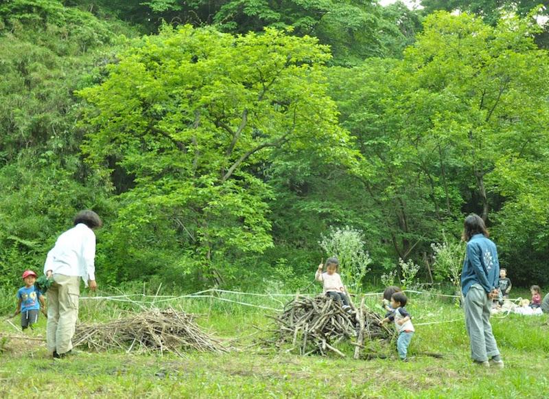 いつの間にか仲良くなっていた子どもたち。森が人と人との距離も縮めているように感じます