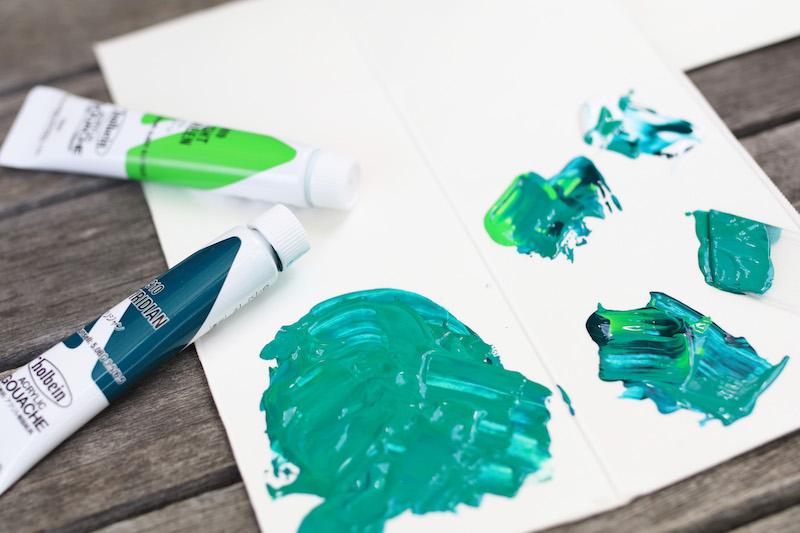 牛乳パックのパレットに、アクリル絵具で好きな色をつくる