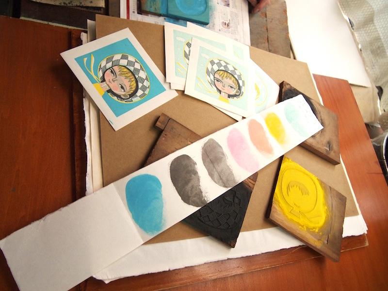 次に作品を摺る時のために、色見本を作成する。「料理のレシピみたいなものだね」と小林さん